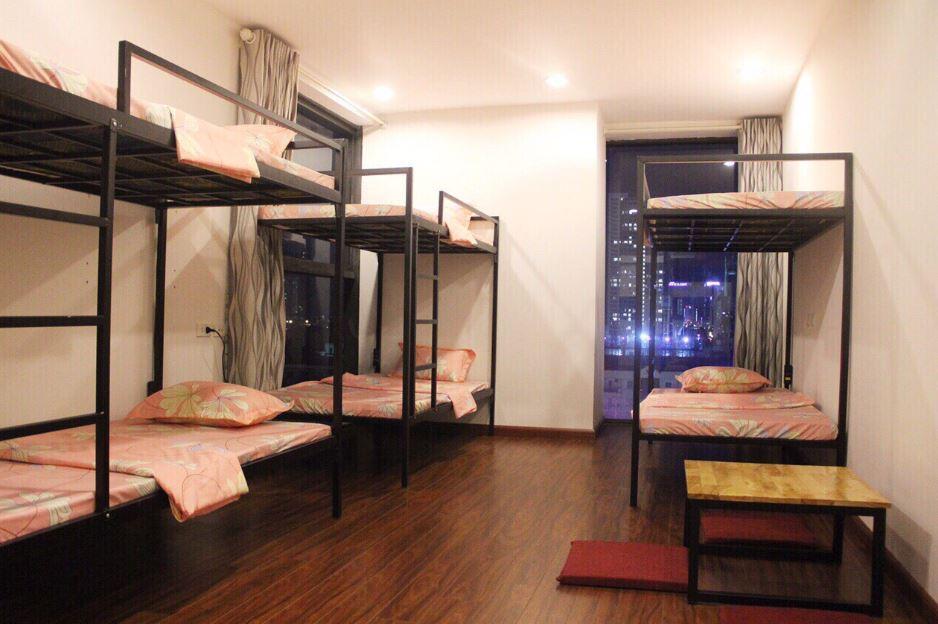 giường tầng có bàn học cho sinh viên
